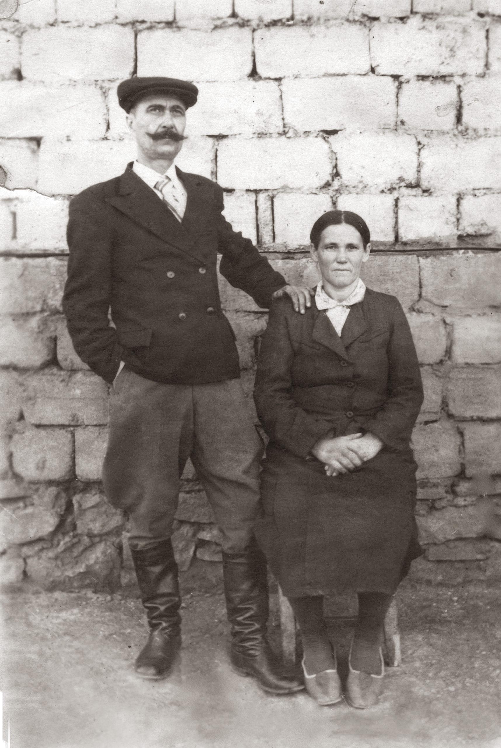 Мартин Степанович Осьмачка із дружиною Христею, м. Бориспіль.